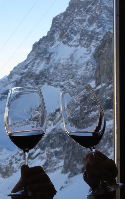Skiers toast to a good day of skiing in the Monte Rosa.